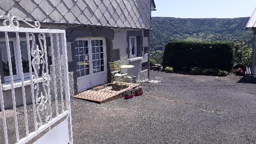 Chambre d'hote Puy-de-Dôme - entrée chambre LE TENON