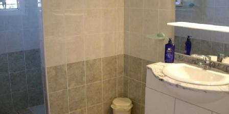 Gites Le Jasmin Salle d'eau, douche romaine