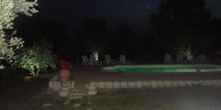 Gites Le Jasmin Picine la nuit