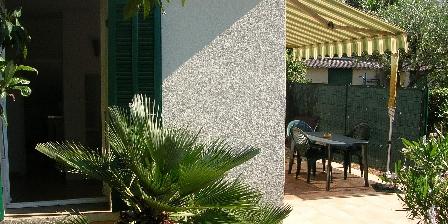 Location Saisonnière Boutonnet Fenetre et terrasse