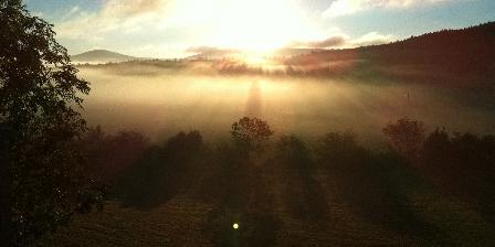 La Remise de Julien Vue de la terrasse au lever du jour