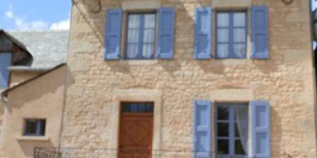 Gite Lou Flaujer La façade sur rue