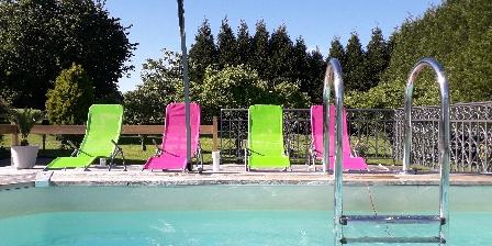Chambre d'hotes La Différence - Le Pressoir > piscine