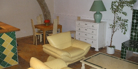 Maison de Village à Pomérols La salle de séjour