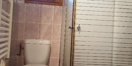 Gite Mémé Cantou Salle de bains au rez-de-chaussée