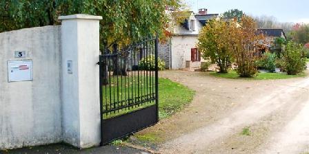 O Gîte Bleu Entrance on a park of 3000m²