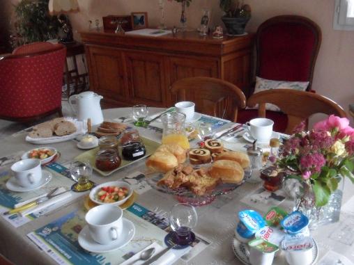 Chambre d'hote Indre-et-Loire - Petit déjeuner servi dans la salle à manger