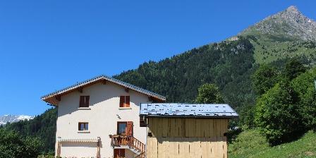 Les Gîtes de La Chalendière La maison et sa terrasse