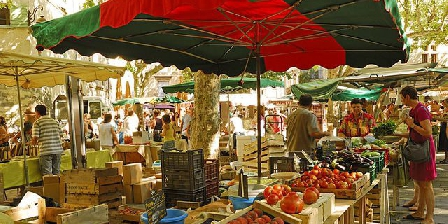 Le Mas des Sages BnB The famous market of Uzès