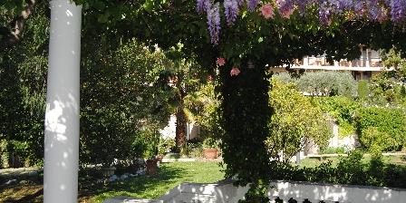 Les Palmiers 318 Kiosque au jardin