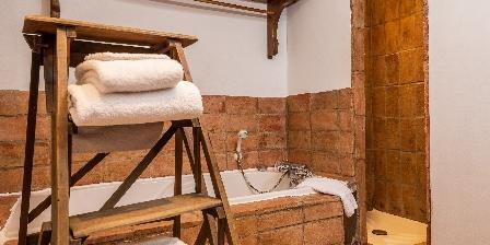 Le Roc sur l'Orbieu Gîte pour 8 pers Le Four à Pain Salle de bain roc sur l'orbieu maison le four à pain Carcassonne