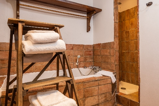salle de bain roc sur l'orbieu maison le four à pain Carcassonne
