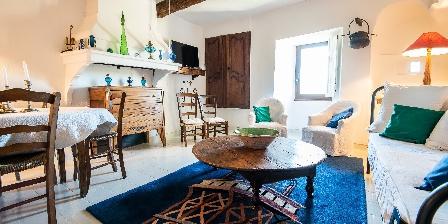 Le Roc sur l'Orbieu Gîte pour 5 pers Le Chemin de Ronde Lounge and diningroom