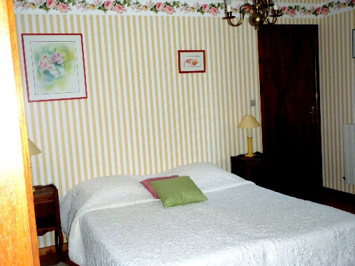 bed & breakfast Doubs - the room, large bed of 160