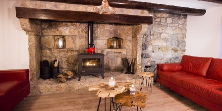 Le Moulin Malin Communal living with fire place