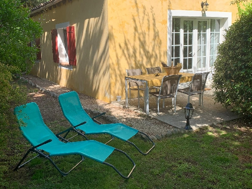 Gîte Les Cyprès et sa terrasse