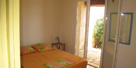 Location Saisonnière Lorgues Jardin clôturé, transats