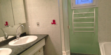 Location Saisonnière Martine Pujols en Gironde Salle de bains