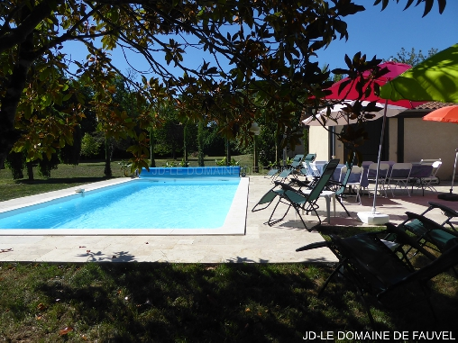 bed & breakfast Dordogne - From the  pool
