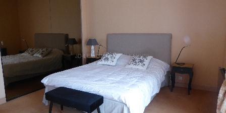 Domaine de Nauze-Fauvel - La Source A bed room