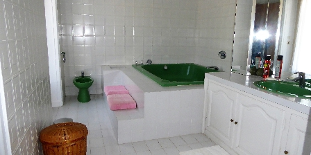 Domaine de Nauze-Fauvel - La Source A bath room