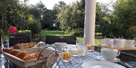 Au Coeur des Eléments Breakfast on the terrace