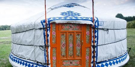 Yourtes et Roulotte de La Laîta Yourte mongole