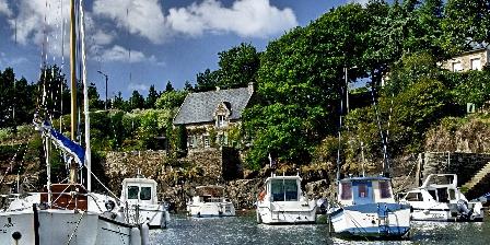 Yourtes et Roulotte de La Laîta Le petit port de Doelan