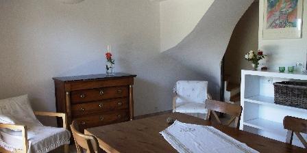 Location Saisonnière Les Mazets d'Aiguèze La piece à vivre donnant sur la terrasse