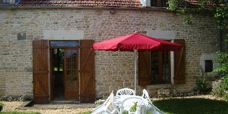 Location Saisonnière dans La Maison d'Agnès en Bourgogne From the garden