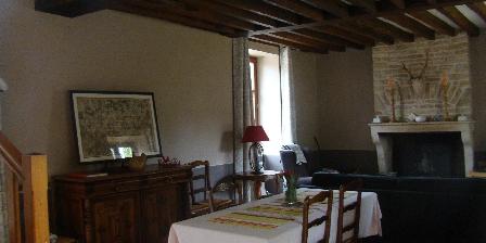 Location Saisonnière dans La Maison d'Agnès en Bourgogne Living and diving room