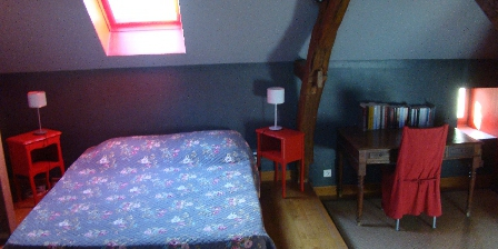 Location Saisonnière dans La Maison d'Agnès en Bourgogne Chambre parentale