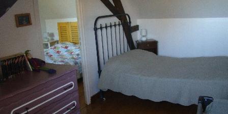 Location Saisonnière dans La Maison d'Agnès en Bourgogne Bedrooms with double and simple beds