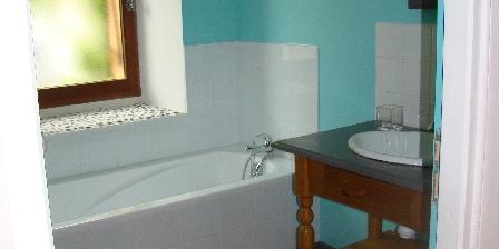 Location Saisonnière dans La Maison d'Agnès en Bourgogne Salle de bain