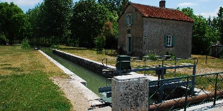 L'Ecluse des Roches Le canal de Berry