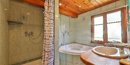 Le Chalet du Tanet La salle de bains