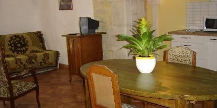 Mas Soligé Suite IRIS ou Gîte l'Amandier  coin salon, cuisine