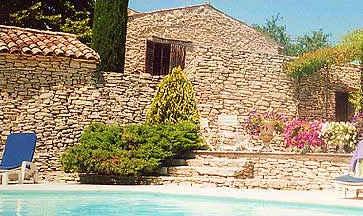 Chambres d'hotes Vaucluse, Lagnes (84800 Vaucluse). A proximité : Avignon 25 km, Gordes 5 km, Roussillion 10 km, Bouches Du Rhône 12 km, Fontaine De Vaucluse 2 km, Ile Sur Sorgue 5 km, Mur De La Peste 3 km, Abbaye Senanque 5 km...