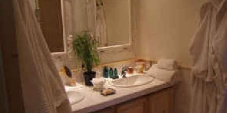 La Ferme de Gigognan Salle de bain de la chambre Jaune