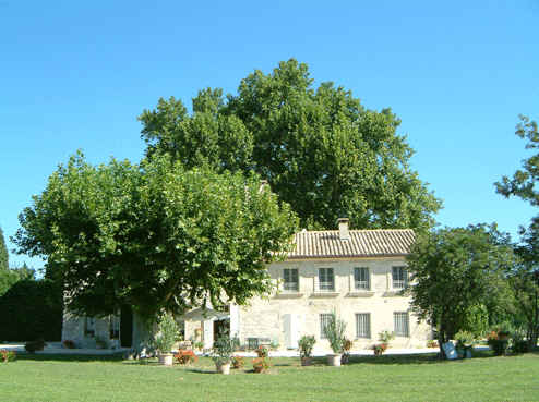 Bed & breakfasts Vaucluse, from 110 €/Nuit. House of character, Avignon (84000 Vaucluse), Charm, Luxury, Swimming Pool, Garden, Park, Net, WiFi, Baby Kits, Parking, Air-Conditioning, 3 Double Bedroom(s), 1 Suite(s), 9 Maxi...