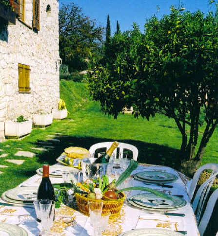 Bed & breakfasts Alpes Maritimes, from 115 €/Nuit. House/Villa, Villeneuve Loubet (06270 Alpes Maritimes), Charm, Luxury, Guest Table, Swimming Pool, Garden, T.V., Parking, 3 Double Bedroom(s), 6 Maximum People, Library, Chimeney...