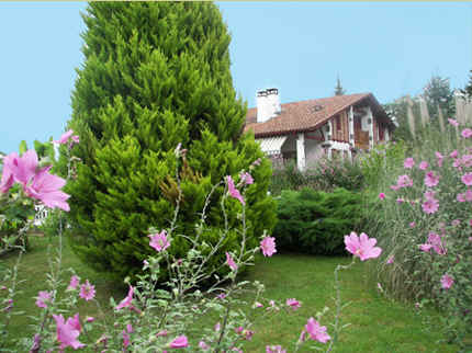 Bed & breakfasts Pyrénées-Atlantiques, from 55 €/Nuit. House/Villa, Saint Jean Pied de Port (64220 Pyrénées-Atlantiques), Charm, Swimming Pool, Garden, Net, Baby Kits, Parking, 5 Double Bedroom(s), 15 Maximum People, Lounge, Kids Game...