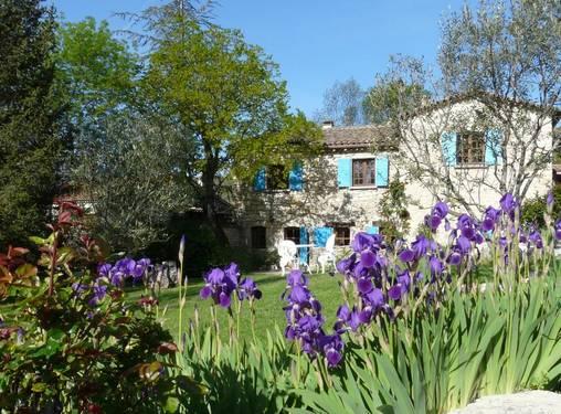 Chambres d'hotes Alpes de Haute Provence, à partir de 60 €/Nuit. Maison de caractère, Noyers sur Jabron (04200 Alpes de Haute Provence), Table d`hôtes, Jardin, Accès handicapés, 2 chambre(s) double(s), 1 suite(s), 8 personnes maximum, Bi...