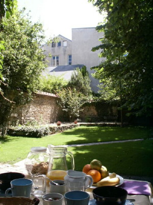 Bed & breakfasts Yvelines, from 80 €/Nuit. Apartement, Versailles (78000 Yvelines), Garden, Park, Disabled access, Net, T.V., 1 Double Bedroom(s), 4 Maximum People, 3 Clés, Travel Cheques, horseriding, Cycle, East-West Dir...