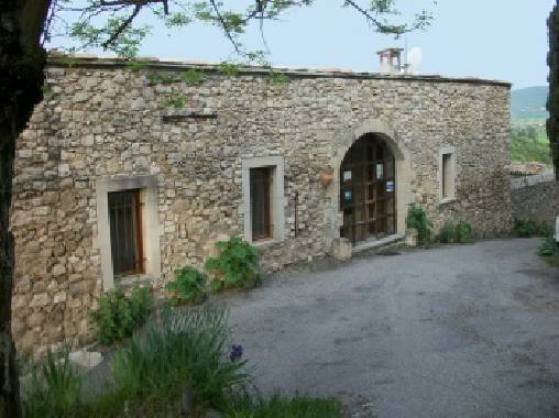 Bed & breakfasts Alpes de Haute Provence, from 59 €/Nuit. House/Villa, Reillanne (04110 Alpes de Haute Provence), Charm, Garden, Net, WiFi, T.V., 2 Double Bedroom(s), Computer, 3 Clés Vancances, Travel Cheques, Mountain View, Country Vie...