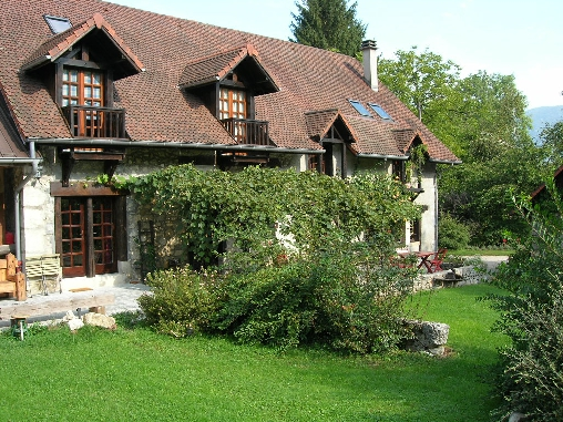 Bed & breakfasts Savoie, from 92 €/Nuit. House of character, Lepin le Lac (73610 Savoie), Charm, Guest Table, Garden, Park, Net, WiFi, T.V., Baby Kits, Parking, 2 Double Bedroom(s), 2 Suite(s), 12 Maximum People, Lounge,...