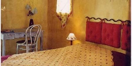 La Bergerie du Luberon La chambre jaune