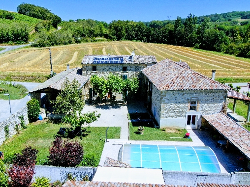 Bed & breakfasts Drôme, from 45 €/Nuit. House of character, Chanos Curson (26600 Drôme), Charm, Swimming Pool, Garden, Park, Disabled access, Net, WiFi, Baby Kits, Parking, 4 Double Bedroom(s), 1 Suite(s), 13 Maximum Pe...