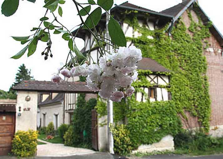 Bed & breakfasts Eure, from 86 €/Nuit. House of character, Sainte Barbe sur Gaillon (27600 Eure), Charm, Luxury, Garden, Net, WiFi, T.V., Baby Kits, Parking, Air-Conditioning, 3 Double Bedroom(s), 11 Maximum People, Lo...