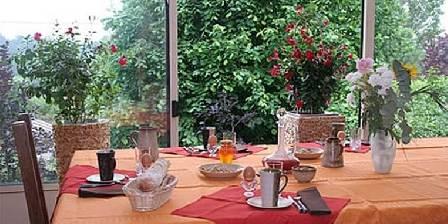La Gentilhommière de Normandie Table de petit-déjeuner dans la véranda